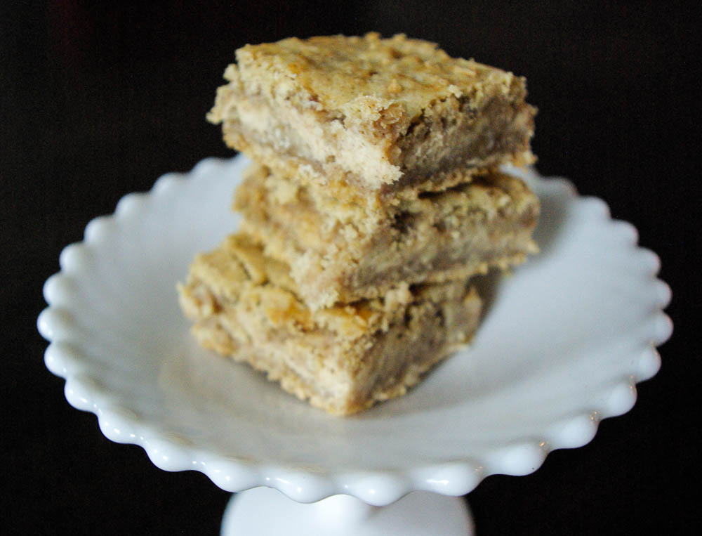 Apple Butter Cheesecake Bars | www.thebatterthickens.com | @thebatterthickens