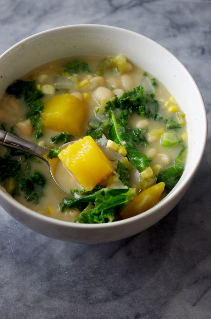 Easy Stovetop Vegetarian White Bean Chili is a quick dinner for those busy autumn weeknights or cozy weekend afternoons | www.thebatterthickens.com