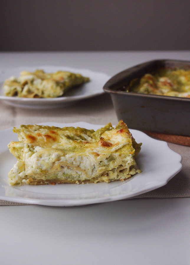 Healthier Creamy Pesto Lasagna - a lighter take on creamy pesto lasagna using cottage cheese and whole wheat noodles | www.thebatterthickens.com